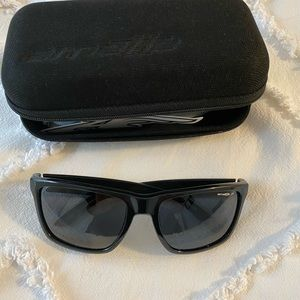 Arenette sunglasses with adjustable arms